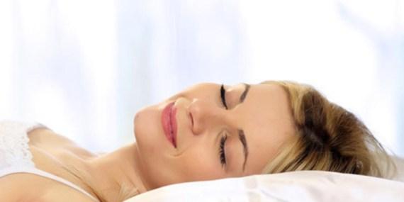 Benefici del sonno, chi dorme di più è più produttivo ed ha uno stipendio più alto
