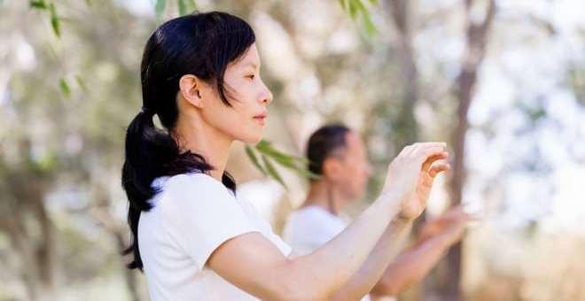 Lombalgia esercizi combattere il dolore praticando yoga e tai chi