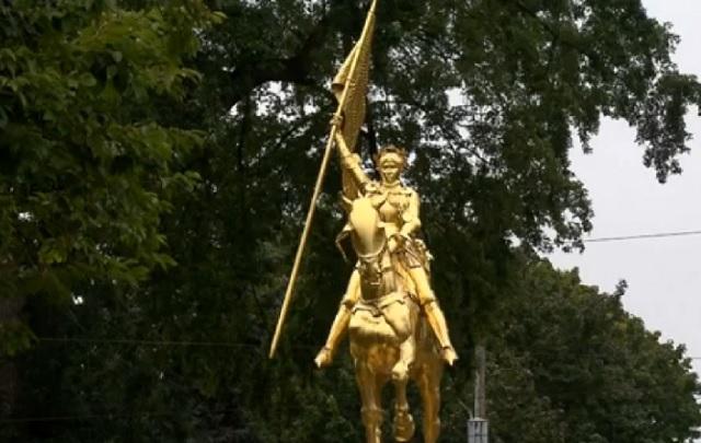 The Joan of Arc statue in the Laurelhurst neighborhood. (KOIN)_206418