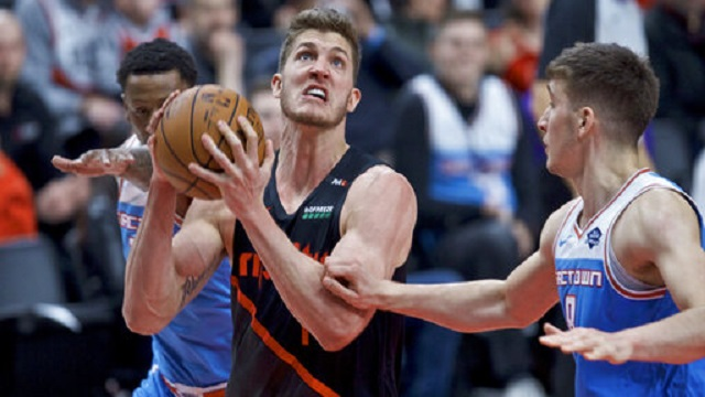 Kings Trail Blazers Basketball_1554961593853