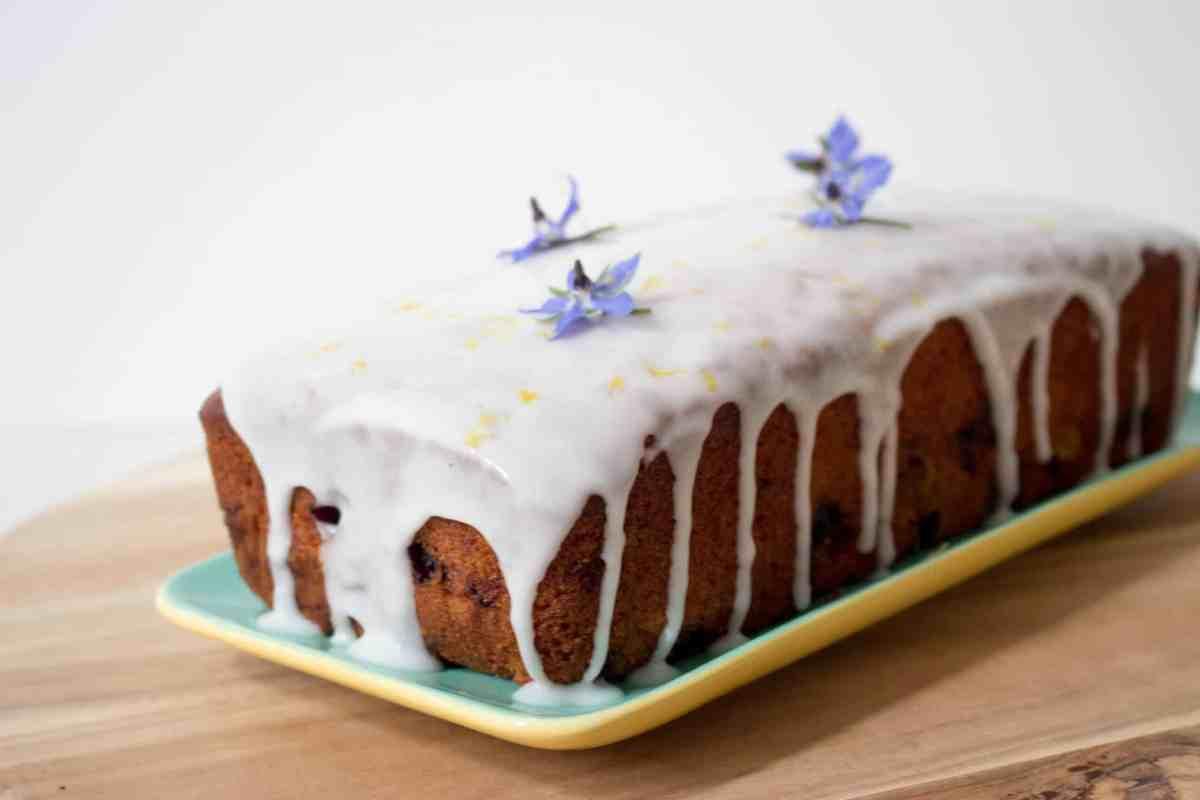 cake met blauwe bessen en citroen