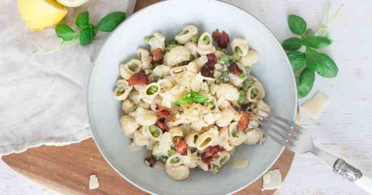 Zomerse pasta met erwtjes en pancetta