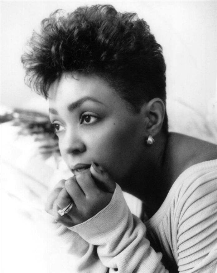 The Cool Stylish Anita Baker Hairstyle
