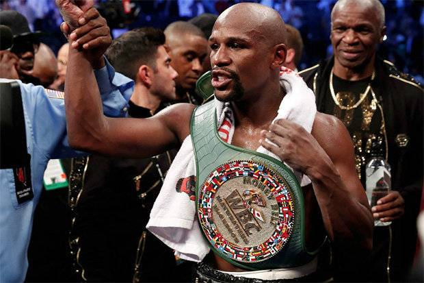Lucky Seven! Floyd Mayweather Reveals How Many Girlfriends He Has....Says 'Having One Is Too Close To Having None.' 5