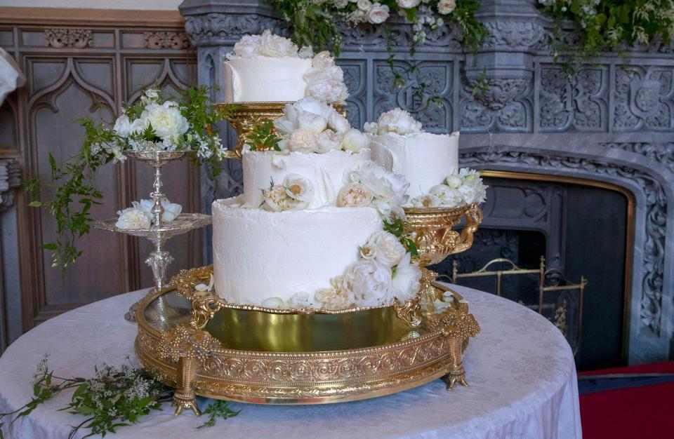 Cutting Wedding Cake Video Nigeria