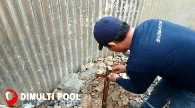 pasang tali bouwplank kolam renang