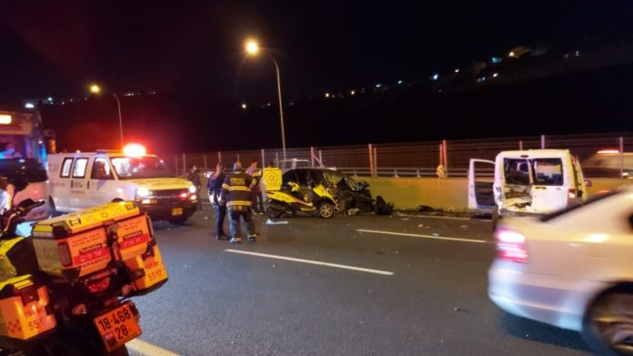 """The scene of the serious accident tonight on Road 1 (Photo: Yesh Levy, Documentation of Operations Meter""""A)"""