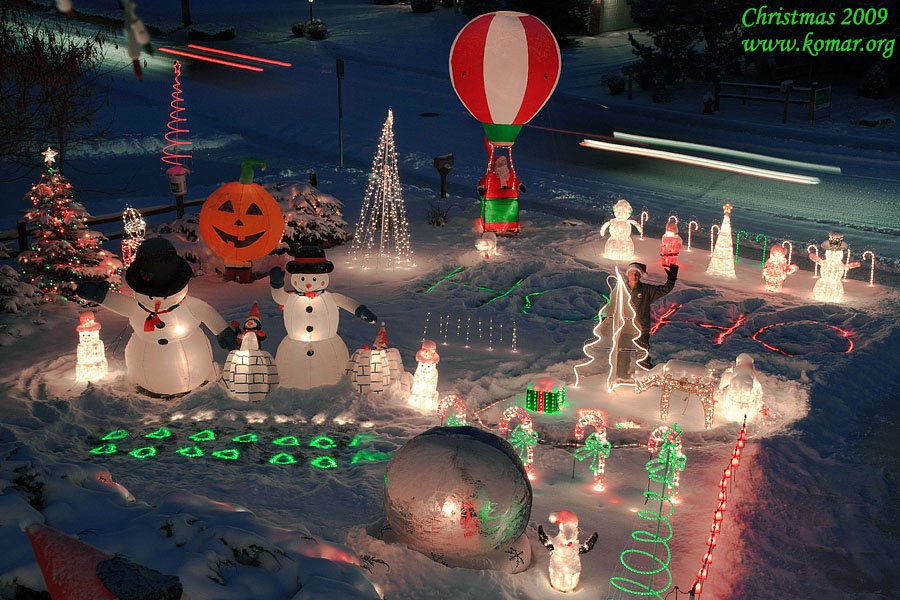 Front Yard Christmas Decorations