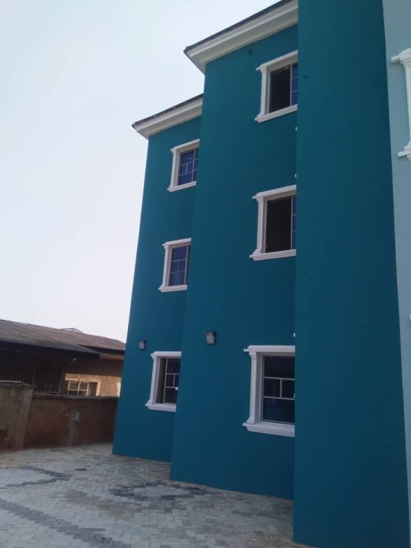 3 Bedroom Apartments For Rent At 2nd Ugbor Rd, Benin City.