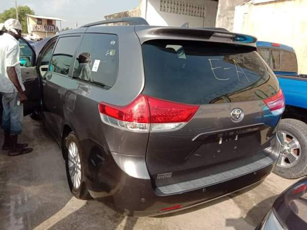 Used Toyota Sienna 2011 In Lagos For Sale