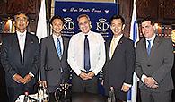 イスラエルのソフェル外務次官補(中央)と意見交換する谷合(左隣)、岡本(右隣)の両氏=9月29日 エルサレム