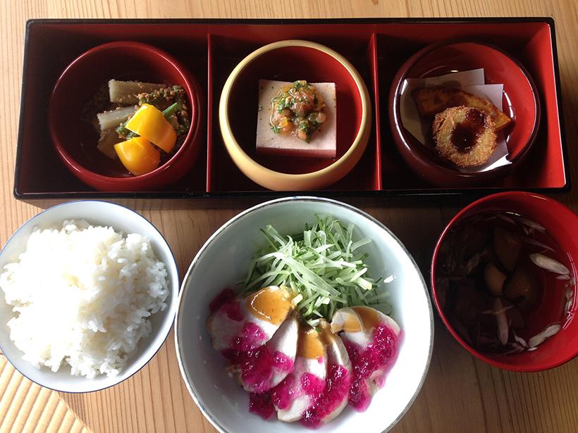 「季節の御膳」旬の食材を使った週替わりの御膳 1,000円