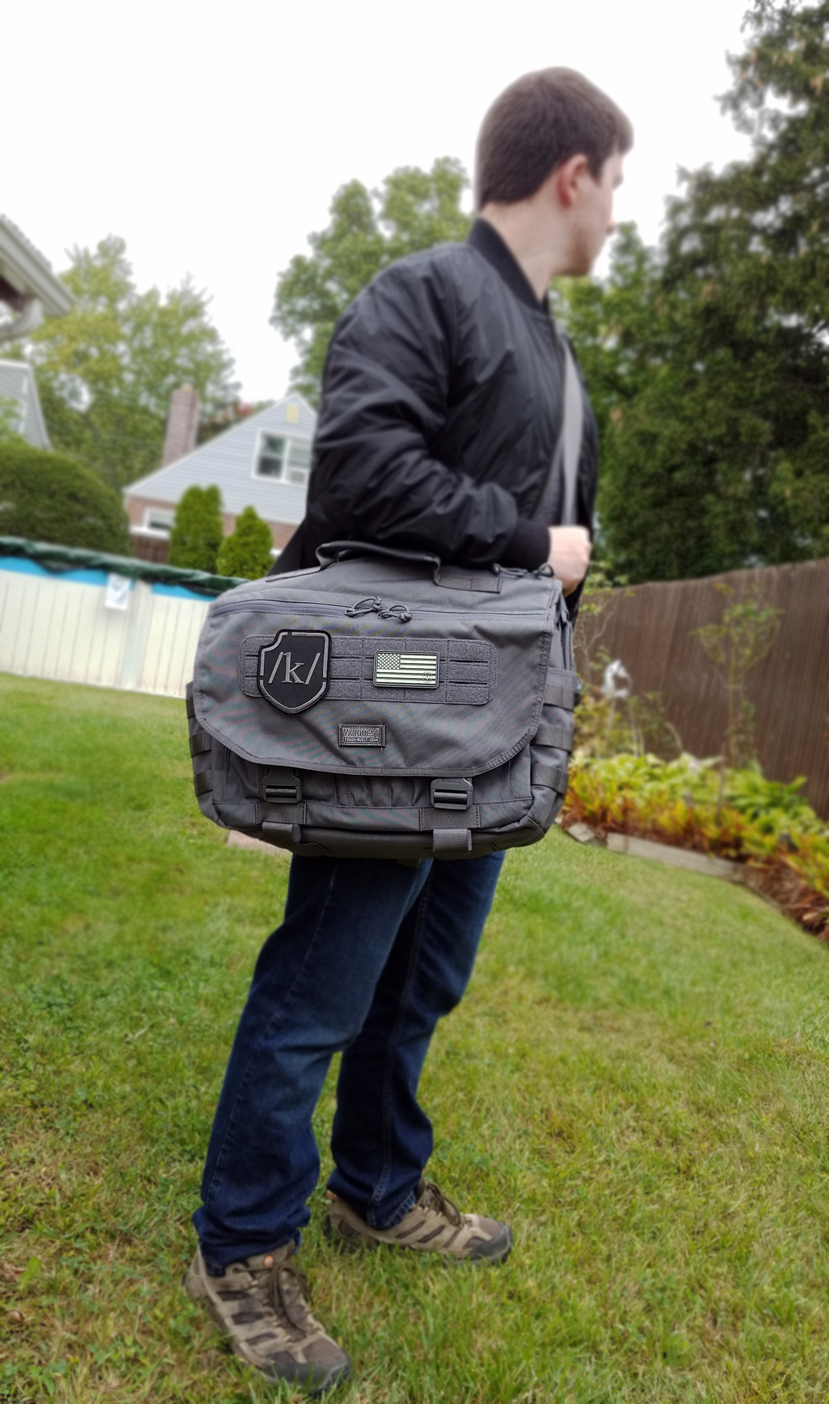 1c8c9569b2c2 My initial impression of messenger bags was that they typically fit a few  flat items for light every day carry. The ENVOY changed my perspective on  the ...