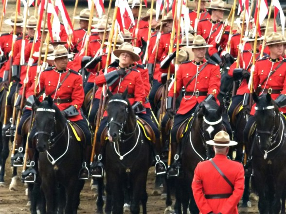 royal_canadien_mounted_police_crowd_peoples_calgary_stampede_canada_tourist_attraction_fun-1149748.jpg!d.jpg