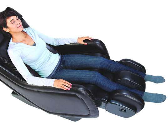 Humantouch Zero Gravity 650 Massage Chair  Komoder