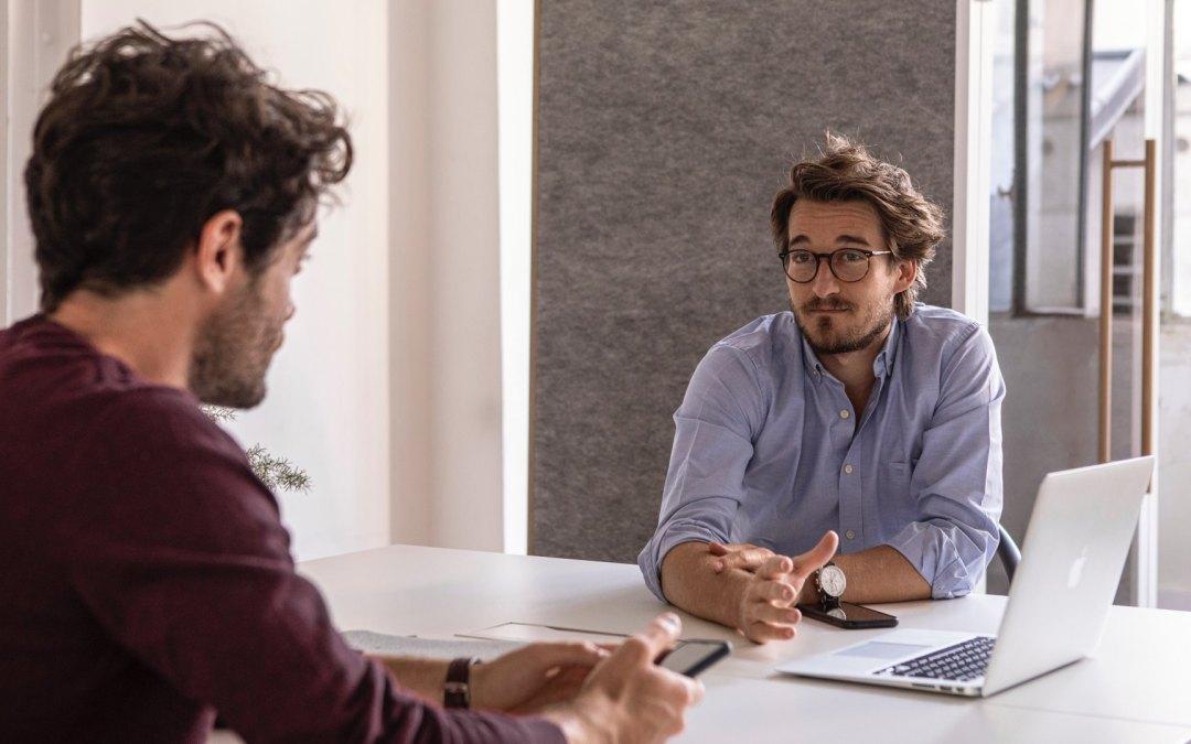 15 errores en una entrevista de trabajo que te descartan automáticamente