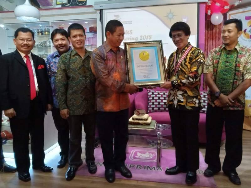 LIFE ACHIEVEMENT AWARD dari LEPRID untuk Supervisory Board KOMPASS Kak Seto pada Acara Gathering KOMPASS Nusantara Agustus 2018 di Surabaya
