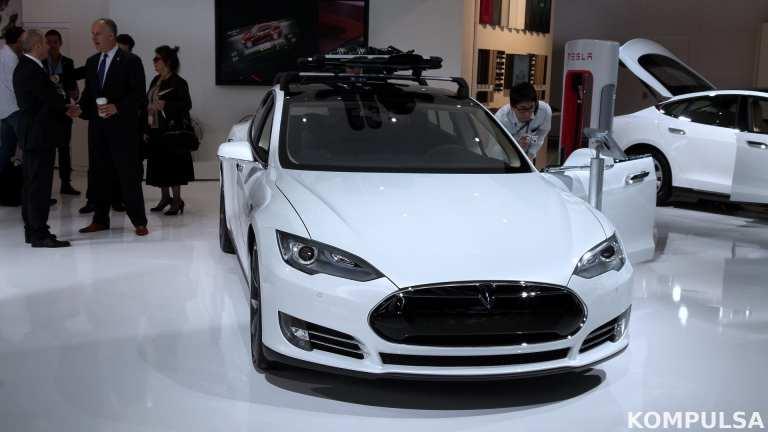 Tesla Self-Driving Tech Will Identify Lights, Sirens Soon