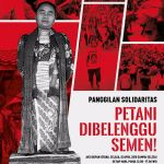 Para Ibu yang Menunggu Presiden di Depan Pintu Istana