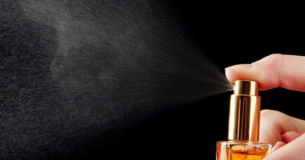 Slik bruker du parfyme med feromoner