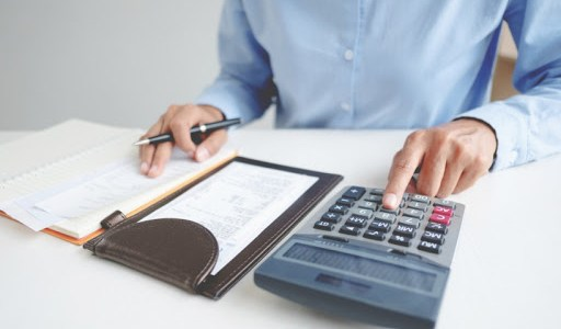 С 1 января 2021 года система налогообложения в виде единого налога на вмененный доход (ЕНВД) больше не действует в России. При этом некоторые предприниматели без наемных сотрудников решили стать самозанятыми.
