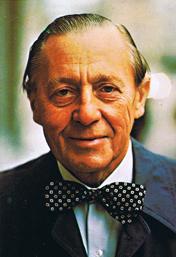 Jarl Hjalmarson (1904-1993), ordförande i Föreningen Heimdal 38:e verksamhetsåret och ordförande i Högerpartiet 1950-61. I likhet med andra heimdaliter genom åren bar han alltid fluga.