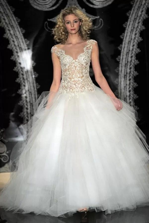 Sognare di provare abiti da sposa