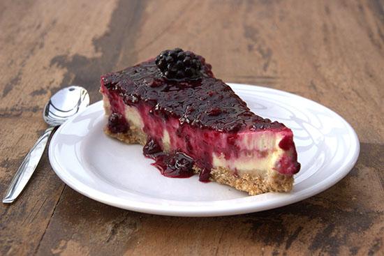 Cheesecake met bramensaus