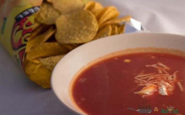 Mexicaanse soep met bruine bonen en maïs