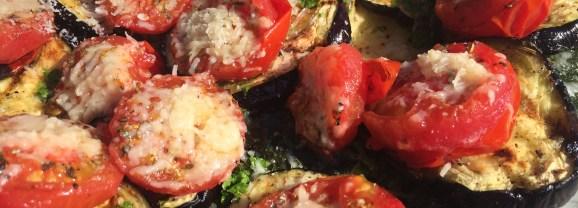 Gegrilde courgette, aubergine en tomaat met Parmezaanse kaas