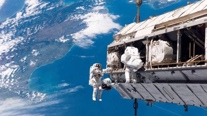 NASA Ay'a İlk Kez Kadın Astronot Gönderiyor