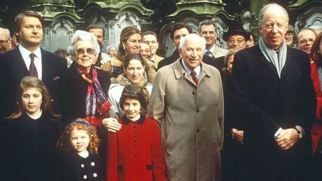 Dünya Savaşlarından, Dünya'nın Gizli Tarikatlerine Kadar Kontrol Eden Dünya Düzenini Elinde Tutan 9 Aile
