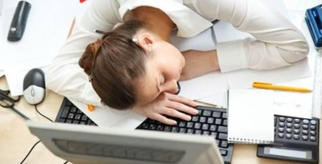 Araştırmayla Kanıtlandı: Uzun Süre Çalışmak Felç Ediyor!