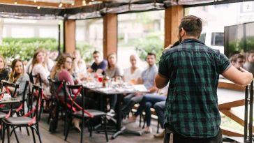 Topluluk Önünde Konuşma Becerinizi Geliştirmenin 10 Yolu