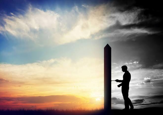 yalnız adam, mavi gökyüzü, gün batımı