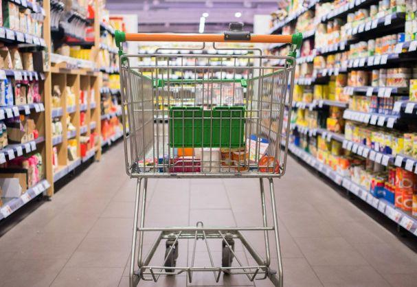 markette giden alışveriş arabası
