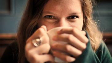 Dişlerinizdeki Çay Lekelerini Nasıl Çıkarabilirsiniz?