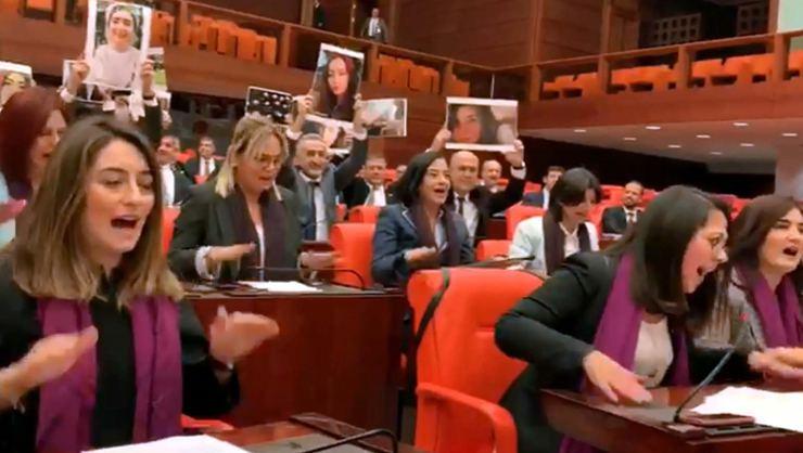 Kadıköy'deki Polis Müdahalesinin Ardından Las Tesis Bu Kez Mecliste!