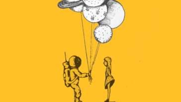 elinde balon tutan astronot ve kadın