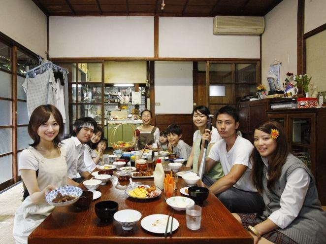 Japonya'da İnsanlar Neden Oturarak Yemek Yiyor?