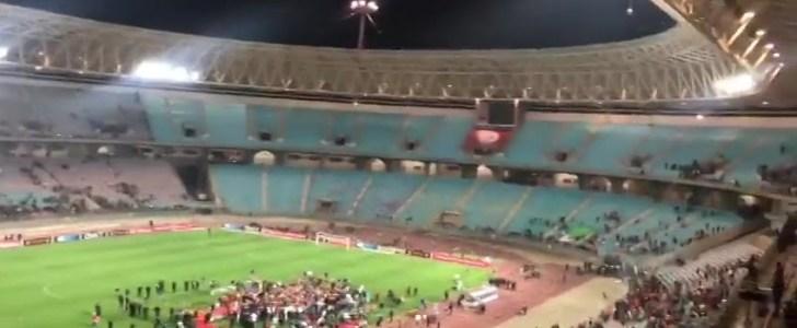 """فيديو: جماهير الترجي تغادر غاضبة و ترفض الاحتفال مع لاعبيها باللقب """"المسروق"""""""