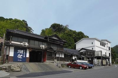 取り壊される前の旭酒造の建物(旭酒造提供)
