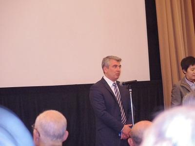 あいさつするツィンツァゼ駐日ジョージア大使
