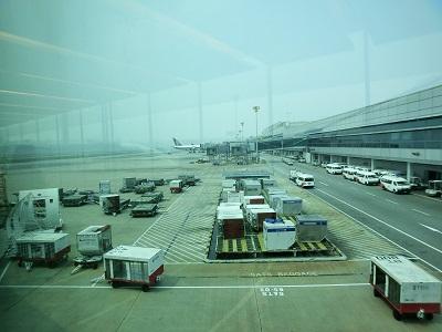 チャンギ空港はヘイズに曇っていた