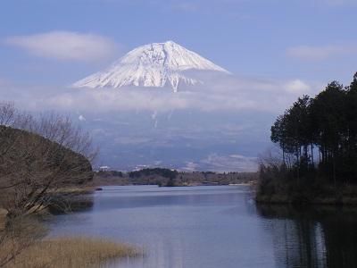 「休暇村富士」下のデッキから富士山を眺める