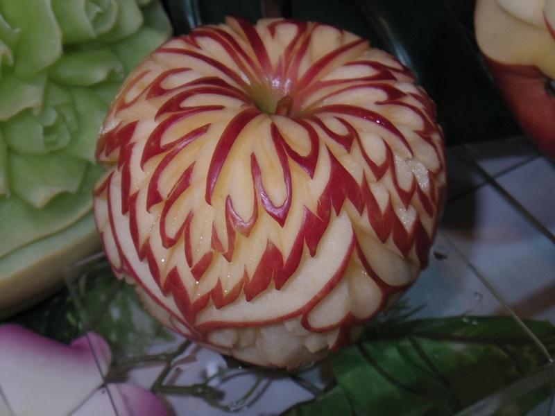 フルーツカービング(リンゴ)