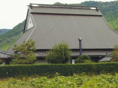 吹き替えの終わった大屋根