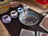 Handbemalte Keramik und Gläser