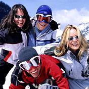 prijatelji na skijanju
