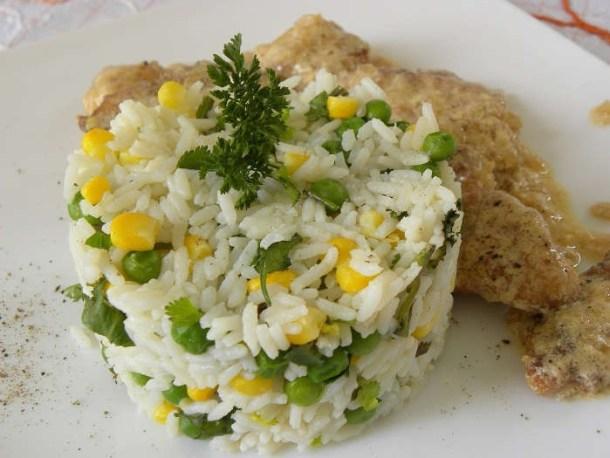 ρύζι πιλάφι με μαϊντανο και καλαμπόκι εικόνα